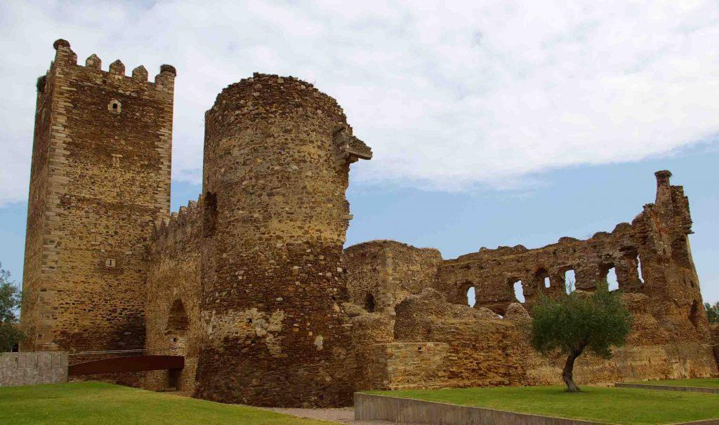 castillo-laguna-de-negrillos