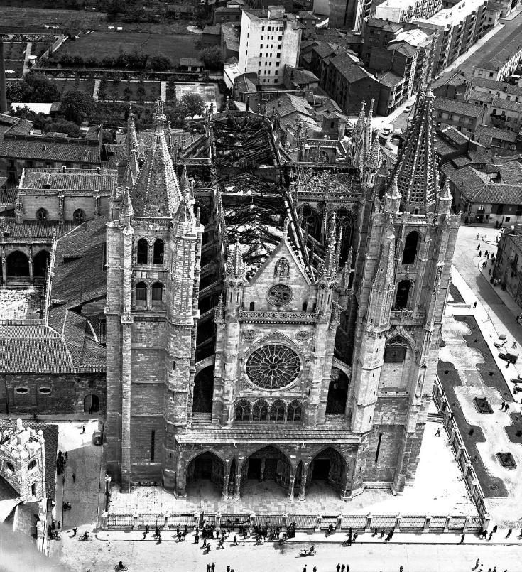 tras-incendio-catedral-leon