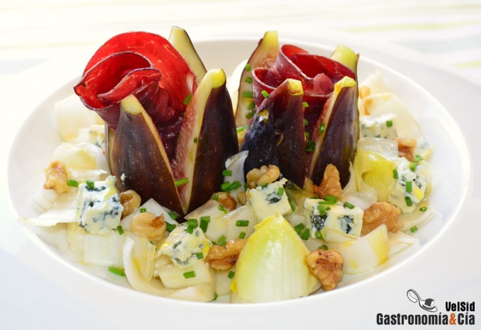 ensalada--de-endibias-brevas-cecina-queso-valdeon