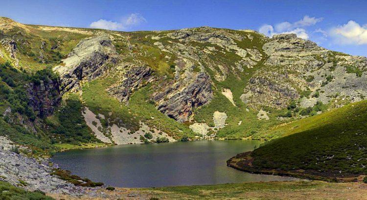 monumento-natural-lago-de-truchillas